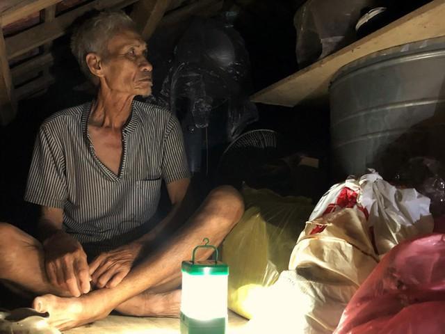 Cơ cực cuộc sống ở vùng lũ: Ba đêm thức trắng trên gác nhà chờ nước rút - Ảnh 2.
