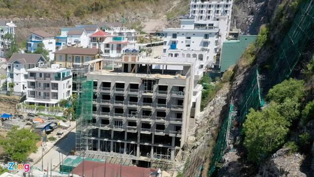 Cưỡng chế 13 công trình vượt tầng ở Khu biệt thự Ocean View, Khánh Hòa - Ảnh 1.