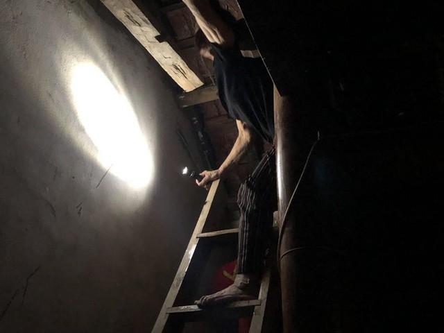 Cơ cực cuộc sống ở vùng lũ: Ba đêm thức trắng trên gác nhà chờ nước rút - Ảnh 7.