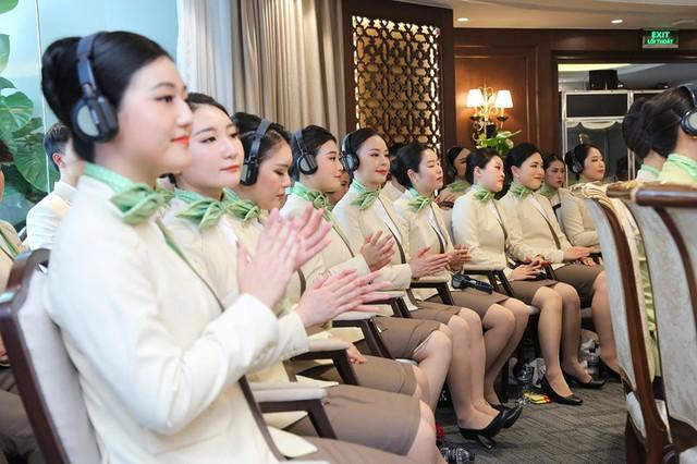 """Ngắm dàn tiếp viên hàng không Bamboo Airways được ông Trịnh Văn Quyết cho """"lên sóng"""" - Ảnh 1."""