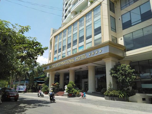 Bát nháo khách sạn tự phong sao - Ảnh 1.