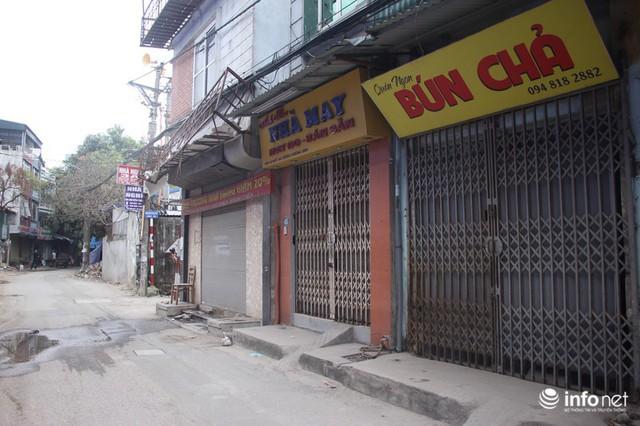 Sau vụ cháy Công ty Rạng Đông: Người bán nhà, kẻ đi ở tạm, hàng quán đóng cửa - Ảnh 3.