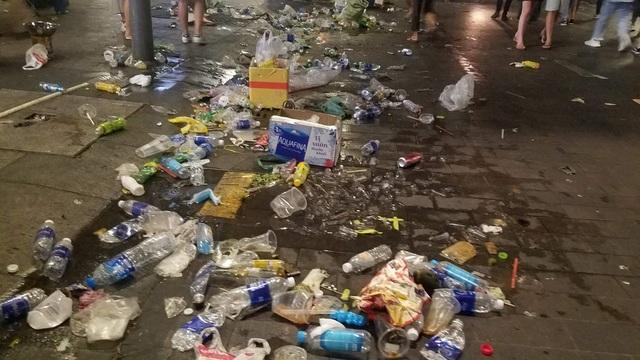 Hình ảnh khó thương trên phố đi bộ Sài Gòn, Hà Nội ngày đầu năm mới 2020 - Ảnh 14.