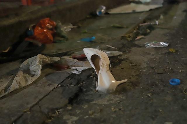 Hình ảnh khó thương trên phố đi bộ Sài Gòn, Hà Nội ngày đầu năm mới 2020 - Ảnh 5.