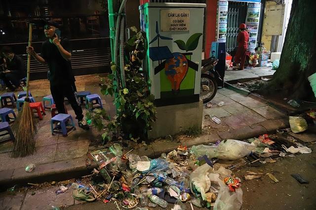 Hình ảnh khó thương trên phố đi bộ Sài Gòn, Hà Nội ngày đầu năm mới 2020 - Ảnh 6.