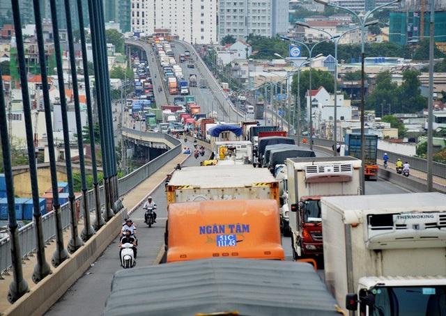 Giám đốc Sở GTVT TP HCM: Sẽ cấm xe chở hàng chạy vào ban ngày!  - Ảnh 2.