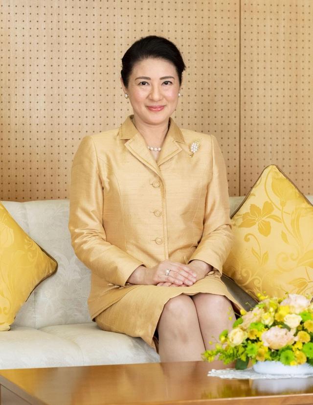 Hoàng hậu Masako luôn gây trầm trồ mỗi khi xuất hiện, một phần lý do chính là vì màu sắc trang phục của bà  - Ảnh 1.