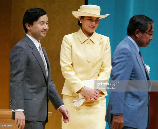 Hoàng hậu Masako luôn gây trầm trồ mỗi khi xuất hiện, một phần lý do chính là vì màu sắc trang phục của bà  - Ảnh 7.