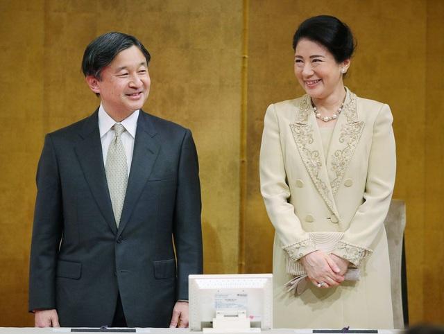 Hoàng hậu Masako luôn gây trầm trồ mỗi khi xuất hiện, một phần lý do chính là vì màu sắc trang phục của bà  - Ảnh 8.