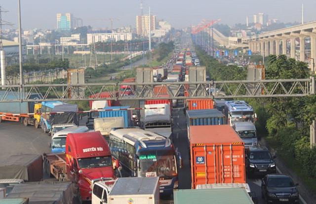 TPHCM: Vận tải hàng hóa vào ban đêm có giảm kẹt xe?  - Ảnh 1.