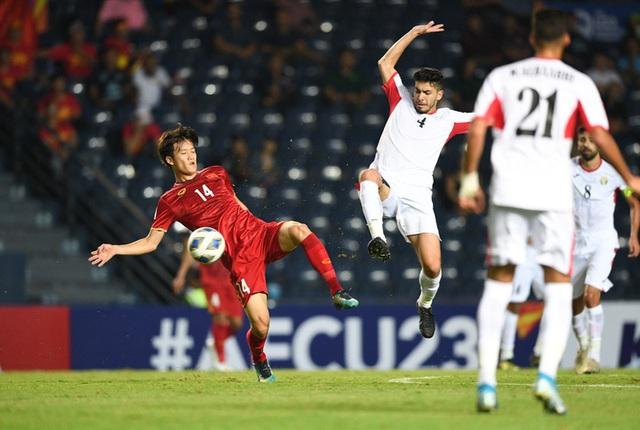 Chịu đấm ăn xôi, U23 Việt Nam vẫn tự tin nắm quyền tự quyết tấm vé vào tứ kết - Ảnh 2.