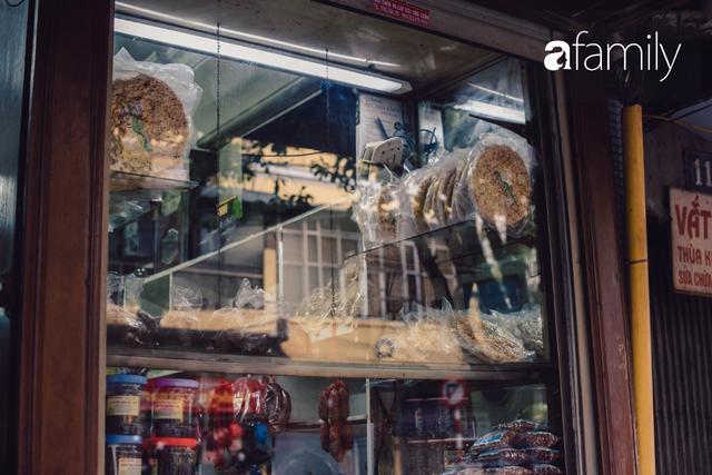 Tiệm giò chả 200 năm tuổi, cứ Tết đến lại xếp hàng như thời bao cấp trên phố Hàng Bông và triết lý kinh doanh lạ: Không cần con nối nghiệp - Ảnh 16.