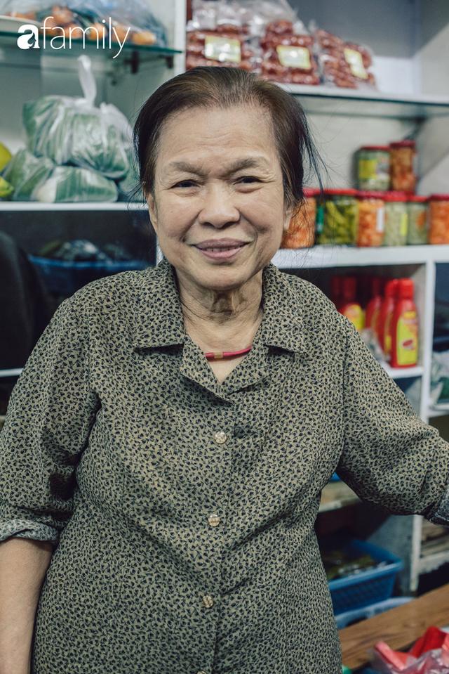 Tiệm giò chả 200 năm tuổi, cứ Tết đến lại xếp hàng như thời bao cấp trên phố Hàng Bông và triết lý kinh doanh lạ: Không cần con nối nghiệp - Ảnh 28.
