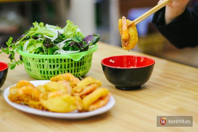Lên sóng cả CNN, bánh tôm hồ Tây có gì mà tạo nên nét riêng ẩm thực Hà thành và thu hút bạn bè thế giới đến vậy? - Ảnh 6.