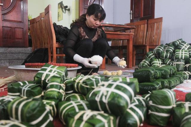 Nghề rửa lá dong hái ra tiền ở công xưởng bánh chưng lớn nhất miền Bắc - Ảnh 5.