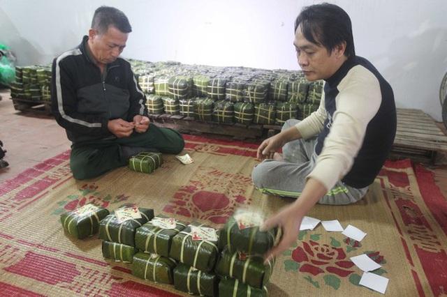 Nghề rửa lá dong hái ra tiền ở công xưởng bánh chưng lớn nhất miền Bắc - Ảnh 6.