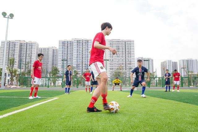 Chủ tịch Phạm Nhật Vượng cắt băng khánh thành VinUni: Mục tiêu trở thành 1 trong 50 trường đại học trẻ hàng đầu thế giới - Ảnh 7.