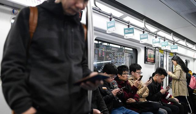 Tàu điện ngầm ở Trung Quốc: Kiểm tra an ninh gắt gao như sân bay quốc tế, sử dụng cả hệ thống nhận diện khuôn mặt để theo dõi! - Ảnh 3.