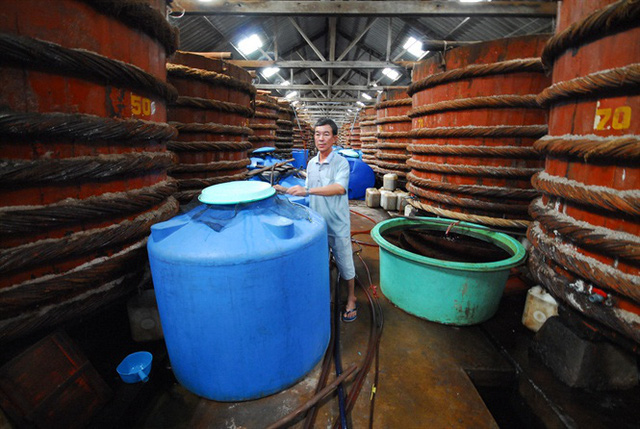 Vụ dùng hóa chất tẩy rửa để sản xuất nước mắm: Công nghệ sản xuất nước mắm chỉ... 50 giờ - Ảnh 3.