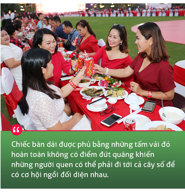 """Ăn Tết cùng """"người lạ"""" và thông điệp gắn kết nhân văn đằng sau bàn tiệc dài nhất châu Á - Ảnh 3."""