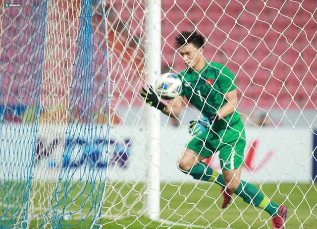Bùi Tiến Dũng sai lầm chết người, U23 Việt Nam bị loại trong tột cùng tủi hổ - Ảnh 5.