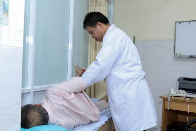 Hai cuộc nổi loạn của vị bác sĩ loạn ngôn và những pha giải cứu bệnh nhân chỉ trong vòng một phút - Ảnh 19.