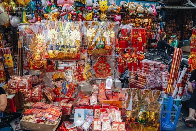Người Hà Nội chen chúc sắm lễ, mua bộ gà luộc xôi gấc 500.000 - 600.000 đồng cúng tiễn Ông Công Ông Táo - Ảnh 5.