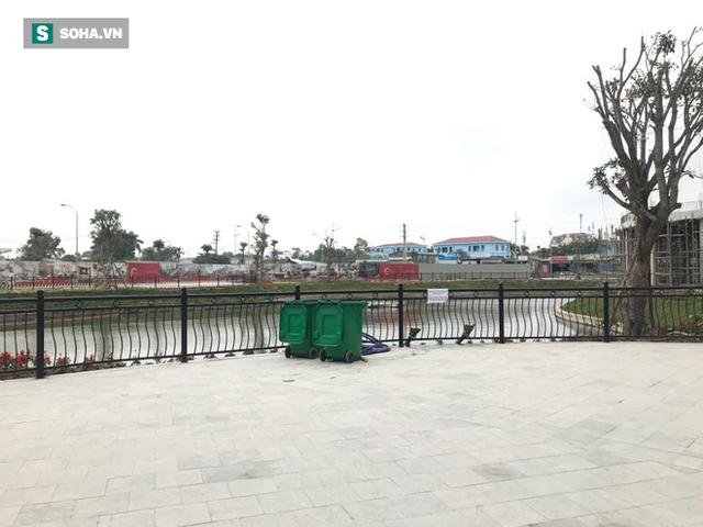 [Ảnh] Độc đáo ở Hà Nội: Thả cá chép qua máng trượt tiễn ông Công ông Táo về trời - Ảnh 8.