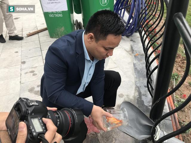 [Ảnh] Độc đáo ở Hà Nội: Thả cá chép qua máng trượt tiễn ông Công ông Táo về trời - Ảnh 9.