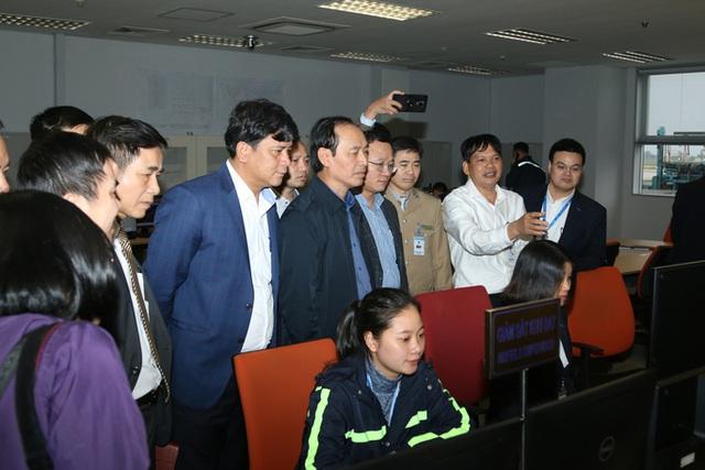 Cao điểm Tết: Sân bay Nội Bài sẵn sàng bố trí thêm các vị trí tại sân đỗ quân sự - Ảnh 1.