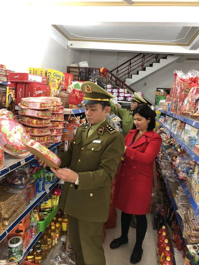 Phát hiện nhiều cửa hàng kinh doanh thực phẩm quá hạn sử dụng tại Lạng Sơn - Ảnh 1.