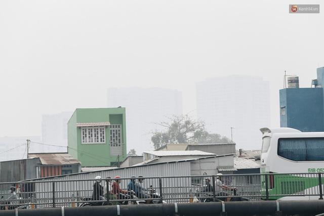 Toà nhà cao nhất Việt Nam mờ ảo trong bụi mù, Sài Gòn tiếp tục bị ô nhiễm nặng những ngày giáp Tết  - Ảnh 14.