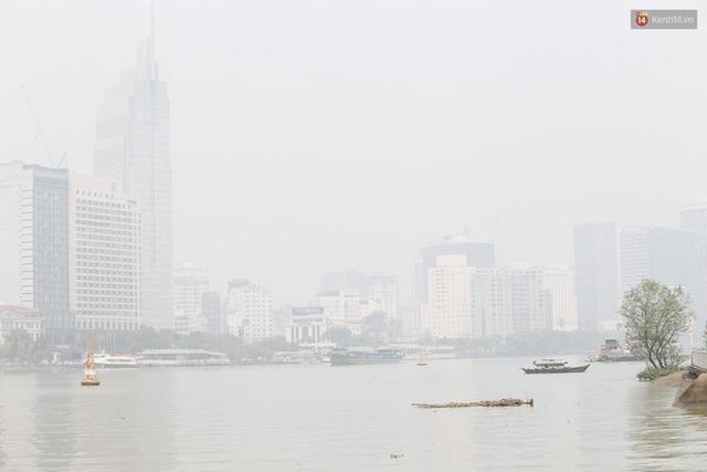 Toà nhà cao nhất Việt Nam mờ ảo trong bụi mù, Sài Gòn tiếp tục bị ô nhiễm nặng những ngày giáp Tết  - Ảnh 15.