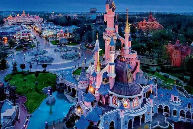 Khi Disneyland giờ chỉ dành cho người giàu: Giá vé lên tới hơn 27 triệu và bài học xương máu Để vươn đến đỉnh cao, bạn sẽ phải tàn nhẫn - Ảnh 4.