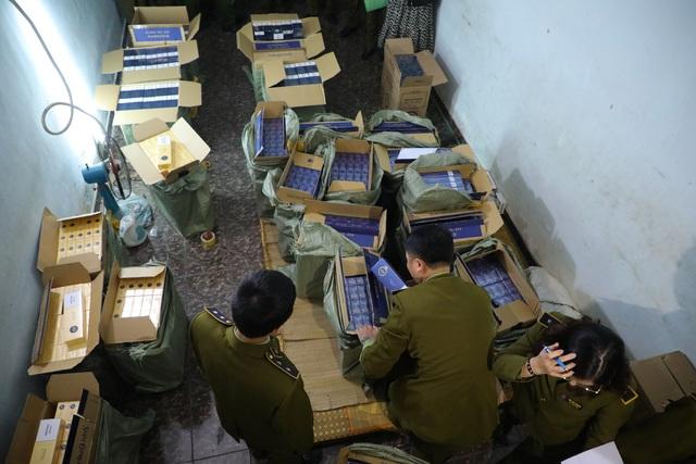 Tóm gọn 15.000 bao 3 số có dấu hiệu nhập lậu tại Hà Nội - Ảnh 2.