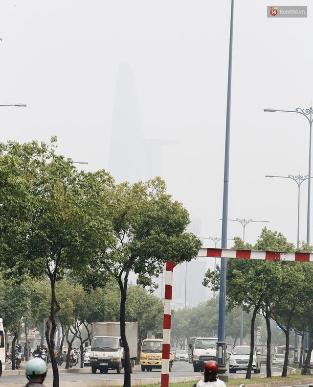Toà nhà cao nhất Việt Nam mờ ảo trong bụi mù, Sài Gòn tiếp tục bị ô nhiễm nặng những ngày giáp Tết  - Ảnh 8.