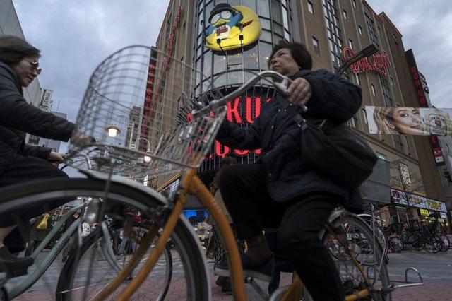 Nhật Bản là đất nước phát triển bậc nhất nhưng phụ nữ nước này đang phải đối mặt với viễn cảnh nghèo khó sau khi sinh con và nghỉ hưu  - Ảnh 6.