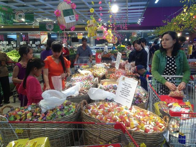 Chưa nghỉ tết, siêu thị đã đông nghẹt người - Ảnh 7.