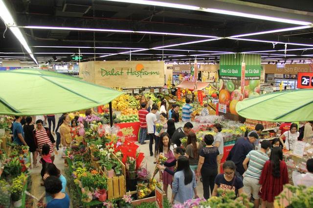 Chưa nghỉ tết, siêu thị đã đông nghẹt người - Ảnh 9.