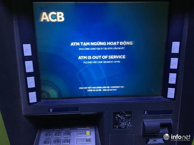 Tái diễn tình trạng ATM tê liệt, ngừng hoạt động... trong ngày cận Tết - Ảnh 4.