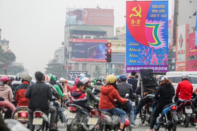 Đường phố Hà Nội trang hoàng đón Tết Canh Tý 2020 - Ảnh 2.