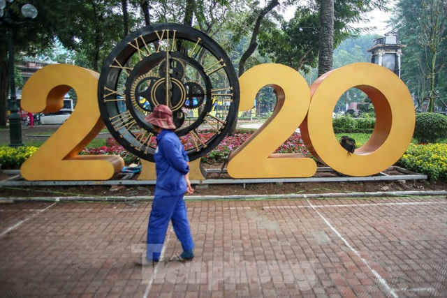 Đường phố Hà Nội trang hoàng đón Tết Canh Tý 2020 - Ảnh 11.