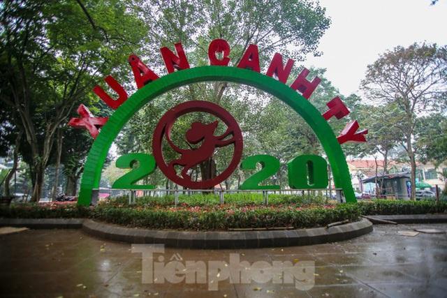 Đường phố Hà Nội trang hoàng đón Tết Canh Tý 2020 - Ảnh 12.
