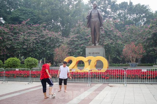 Đường phố Hà Nội trang hoàng đón Tết Canh Tý 2020 - Ảnh 15.