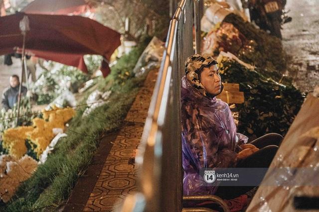 """Những bát mì ăn vội, những đêm dài rét thấu xương thức trắng ở chợ hoa: """"Buôn hoa Tết như đánh một canh bạc, bại nhiều hơn thắng"""" - Ảnh 3."""