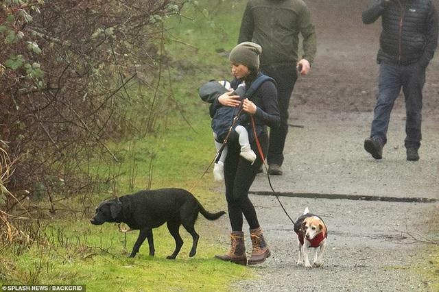 Harry đặt chân đến Canada bắt đầu cuộc sống mới còn Meghan Markle tiết lộ thông tin gây sốc khiến ai cũng bất bình - Ảnh 3.