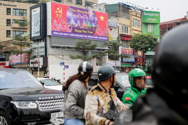 Đường phố Hà Nội trang hoàng đón Tết Canh Tý 2020 - Ảnh 4.