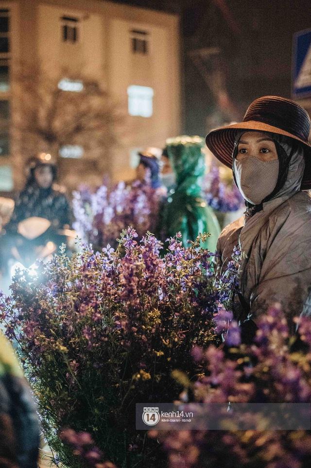 """Những bát mì ăn vội, những đêm dài rét thấu xương thức trắng ở chợ hoa: """"Buôn hoa Tết như đánh một canh bạc, bại nhiều hơn thắng"""" - Ảnh 6."""