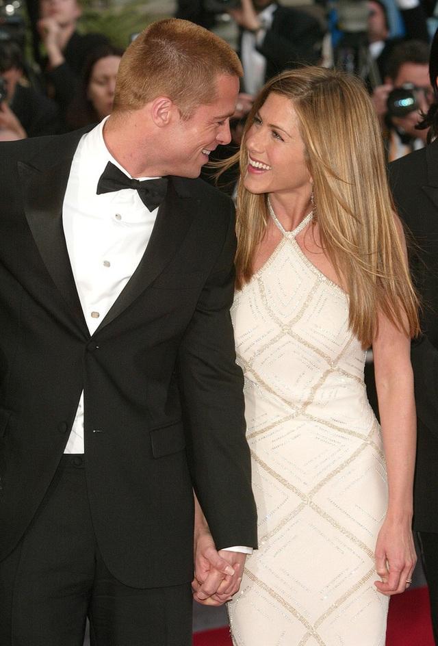 Brad Pitt - Jennifer Aniston: Chuyện tình khiến thế giới ghen tị kết thúc vì ồn ào ngoại tình, sau 15 năm gặp lại ánh mắt vẫn như xưa  - Ảnh 7.