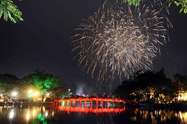 Dự báo thời tiết đêm 30 Tết: Hà Nội đón Giao thừa trong mưa, toàn miền Bắc trở rét, người dân đi xem pháo hoa cần lưu ý - Ảnh 1.